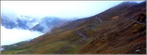 Trekkers climbing up from Bedni Valley